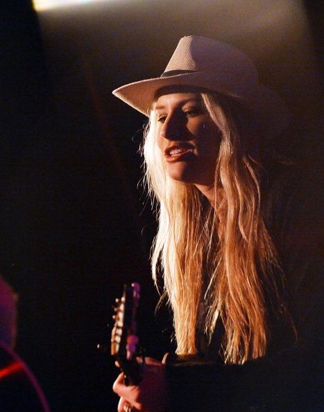 Headwear「Holly Williams Plays 3rd & Lindsley」:写真・画像(18)[壁紙.com]