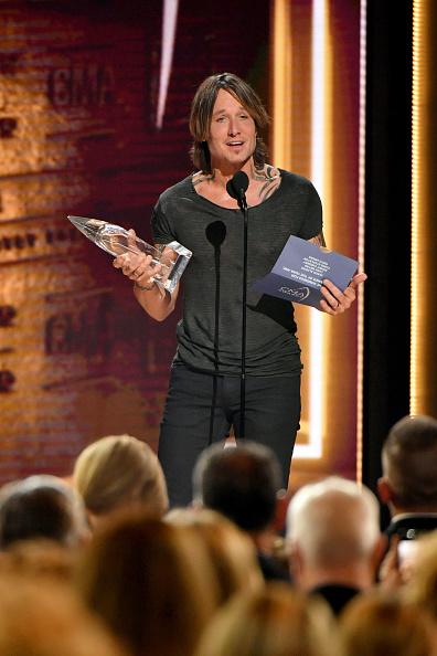 Keith Urban「The 52nd Annual CMA Awards - Show」:写真・画像(9)[壁紙.com]