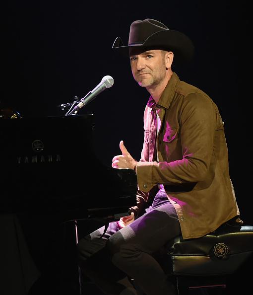 カメラ目線「Nashville Songwriters 50th Anniversary - Concert」:写真・画像(9)[壁紙.com]