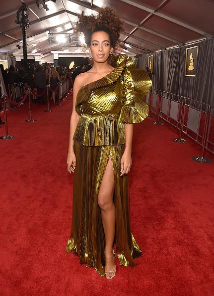 グラミー賞「The 59th GRAMMY Awards - Red Carpet」:写真・画像(10)[壁紙.com]