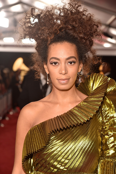 出席する「The 59th GRAMMY Awards - Red Carpet」:写真・画像(16)[壁紙.com]