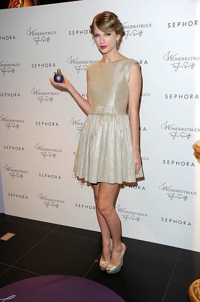 "Square Neckline「Taylor Swift Celebrates ""Wonderstruck"" At Sephora Americana」:写真・画像(12)[壁紙.com]"