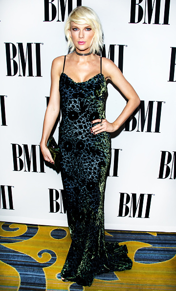 カメラ目線「64th Annual BMI Pop Awards - Arrivals」:写真・画像(19)[壁紙.com]
