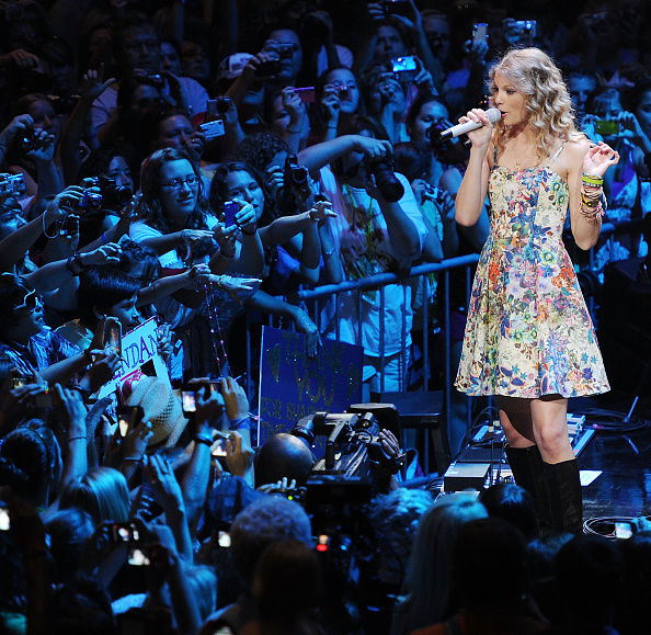 Sundress「Taylor Swift 13 hours on the 13th. & some songs」:写真・画像(6)[壁紙.com]