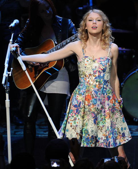 Sundress「Taylor Swift 13 hours on the 13th. & some songs」:写真・画像(0)[壁紙.com]