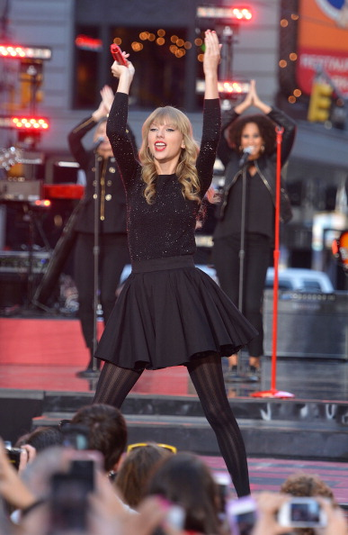 "Mike Coppola「Taylor Swift Performs On ABC's ""Good Morning America""」:写真・画像(9)[壁紙.com]"