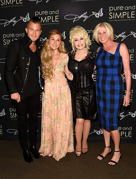 Simplicity「Dolly Parton: Pure & Simple Benefiting The Opry Trust Fund」:写真・画像(0)[壁紙.com]