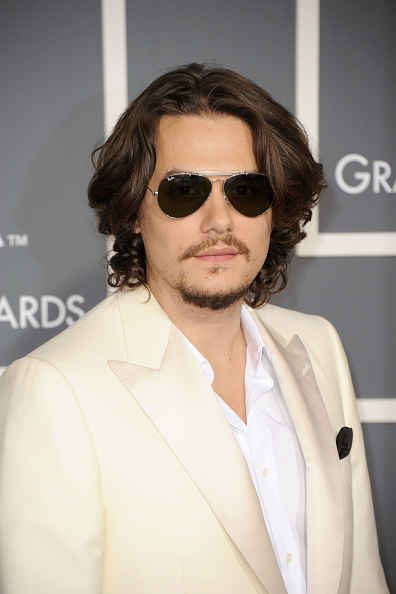 Aviator Glasses「The 53rd Annual GRAMMY Awards - Arrivals」:写真・画像(0)[壁紙.com]