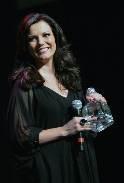 Glass - Material「Country Superstar Martina McBride To Headline 3rd Annual Hymns Hams And Jams Benefiting The Shalom Foundation」:写真・画像(13)[壁紙.com]