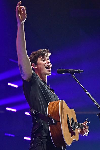パフォーマンス「Shawn Mendes With Charlie Puth In Concert - Newark, New Jersey」:写真・画像(14)[壁紙.com]
