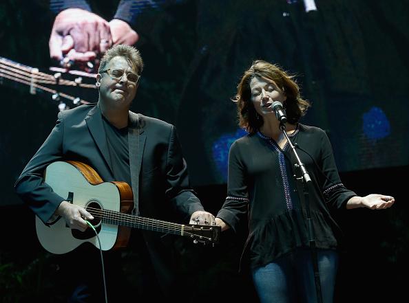 Amphitheater「Nashville Candlelight Vigil for Las Vegas」:写真・画像(7)[壁紙.com]