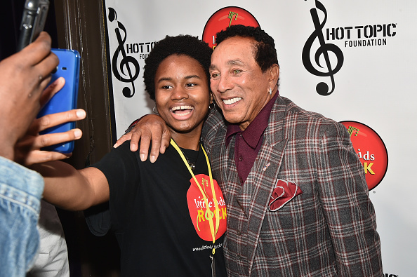 Smokey Robinson「Little Kids Rock Benefit 2016」:写真・画像(15)[壁紙.com]