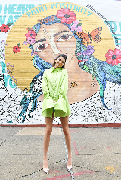 """Green Color「Kendall Jenner Joins Proactiv And Teen Vogue At """"Paint Positivity: Because Words Matter"""" Event In NYC On June 20th」:写真・画像(13)[壁紙.com]"""