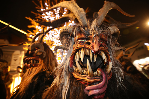 角のはえた「Krampus Creatures Parade On Saint Nicholas Day」:写真・画像(18)[壁紙.com]