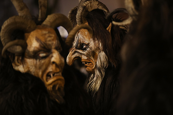 Horned「Krampus Creatures Parade On Saint Nicholas Day」:写真・画像(12)[壁紙.com]