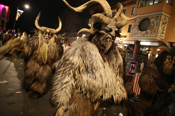 Horned「Krampus Creatures Parade On Saint Nicholas Day」:写真・画像(14)[壁紙.com]