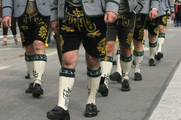 Traditional Clothing「Oktoberfest: Costume and Riflemen's Procession」:写真・画像(11)[壁紙.com]