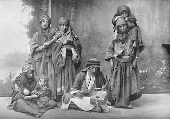 楽器「A Bedouin Musician And His Audience」:写真・画像(3)[壁紙.com]