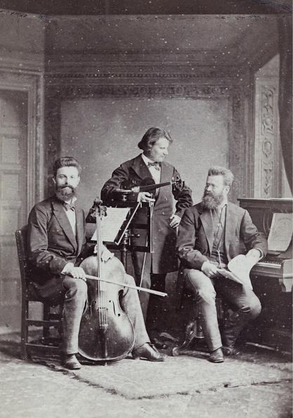 Three People「A Virtuoso Trio Karl Heinrich Barth」:写真・画像(13)[壁紙.com]
