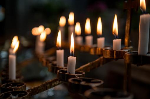 Good Luck Charm「Candles burning in a Catholic Church」:スマホ壁紙(17)