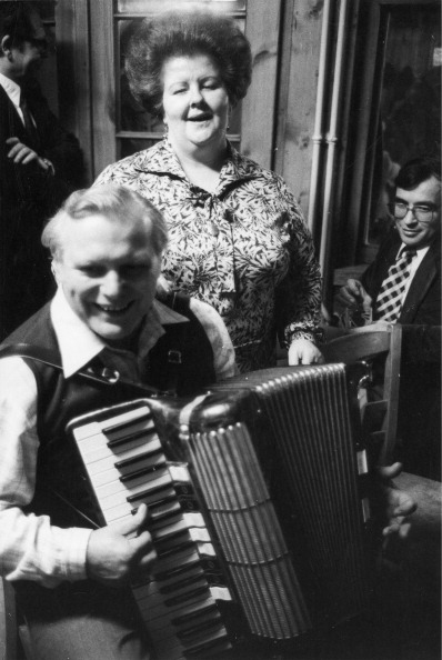 Accordion - Instrument「Viennese Song Singers Karl Nagl And Trude Mally. Vienna. 1965. Photograph By Franz Hubmann.」:写真・画像(9)[壁紙.com]