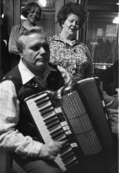 Accordion - Instrument「Viennese Song Singers Karl Nagl And Trude Mally. Vienna. 1965. Photograph By Franz Hubmann.」:写真・画像(1)[壁紙.com]