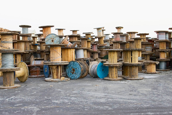 Sparse「Empty and old cable reels Midal Cables, Doha」:写真・画像(0)[壁紙.com]