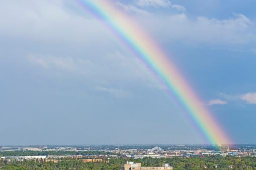 虹「Rainbow after an evening storm」:スマホ壁紙(15)