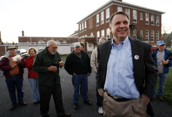 Support「McDonnell And Deeds Face Off In Virginia Gubernatorial Election」:写真・画像(17)[壁紙.com]