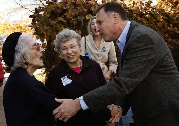 Support「McDonnell And Deeds Face Off In Virginia Gubernatorial Election」:写真・画像(18)[壁紙.com]