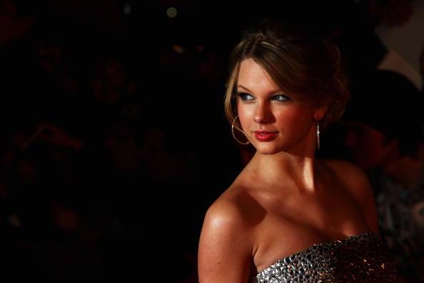 Cocktail Dress「The Brit Awards 2009 - Arrivals」:写真・画像(9)[壁紙.com]