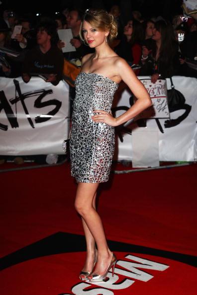 Pencil Dress「The Brit Awards 2009 - Arrivals」:写真・画像(7)[壁紙.com]