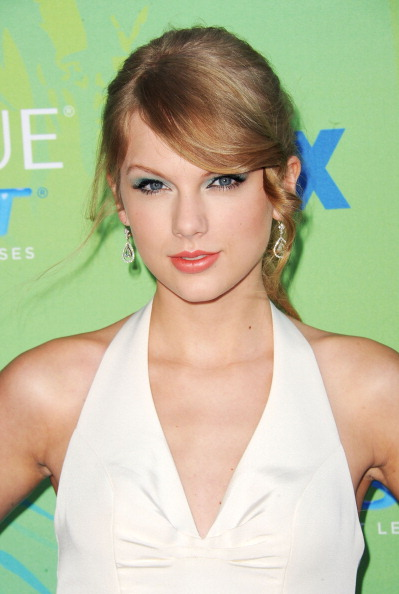 Drop Earring「2011 Teen Choice Awards - Arrivals」:写真・画像(14)[壁紙.com]