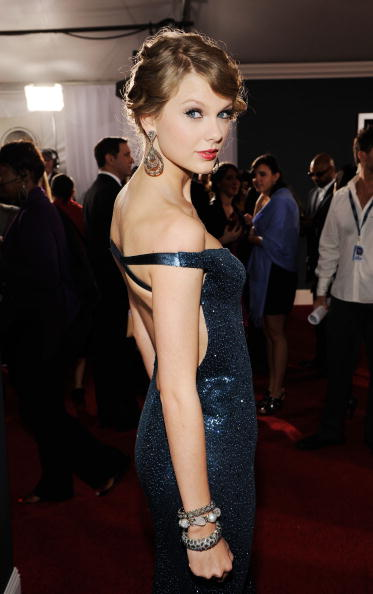 Evening Gown「The 52nd Annual GRAMMY Awards - Arrivals」:写真・画像(1)[壁紙.com]
