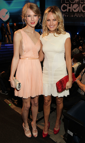 Attending「2011 People's Choice Awards - Backstage And Audience」:写真・画像(7)[壁紙.com]