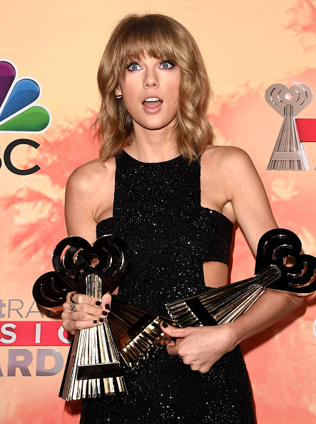 Surprise「2015 iHeartRadio Music Awards On NBC - Press Room」:写真・画像(0)[壁紙.com]