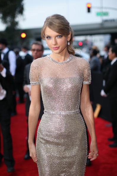 ドレス「56th GRAMMY Awards - Red Carpet」:写真・画像(17)[壁紙.com]