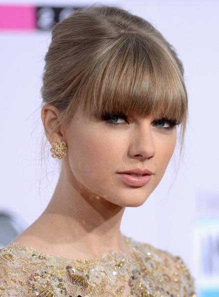 Beehive Hair「The 40th American Music Awards - Arrivals」:写真・画像(4)[壁紙.com]