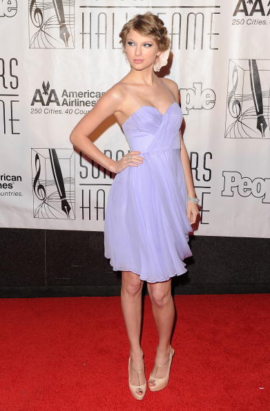 Sweetheart Neckline「41st Annual Songwriters Hall Of Fame - Arrivals」:写真・画像(16)[壁紙.com]