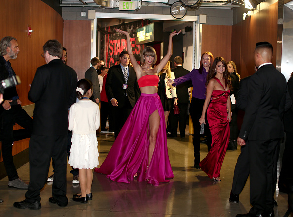 グラミー賞「The 58th GRAMMY Awards - Backstage And Audience」:写真・画像(16)[壁紙.com]