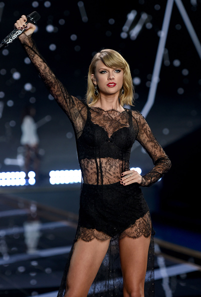 Adult「2014 Victoria's Secret Fashion Show - Show」:写真・画像(7)[壁紙.com]