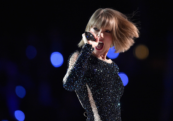 Taylor Swift「The 58th GRAMMY Awards - Show」:写真・画像(14)[壁紙.com]