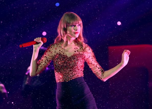 Red「KIIS FM's 2012 Jingle Ball - Night 1 - Show」:写真・画像(5)[壁紙.com]