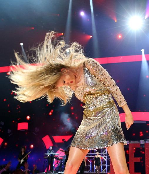 Hair Toss「2012 iHeartRadio Music Festival - Day 2 - Show」:写真・画像(1)[壁紙.com]