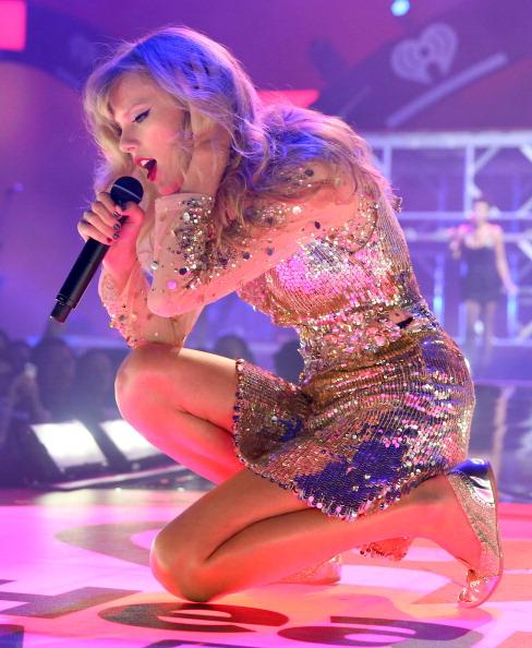 Sequin Dress「2012 iHeartRadio Music Festival - Day 2 - Show」:写真・画像(7)[壁紙.com]
