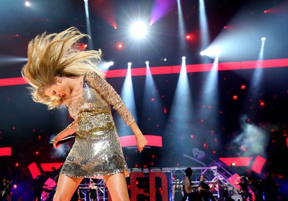 Hair Toss「2012 iHeartRadio Music Festival - Day 2 - Show」:写真・画像(8)[壁紙.com]