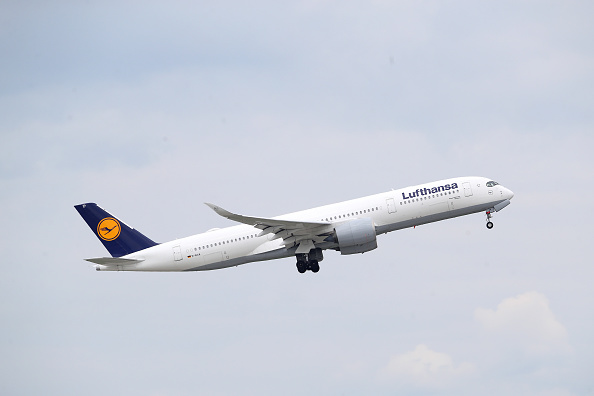 Travel「Lufthansa, Hammered By Coronavirus Fallout, To Receive Government Aid」:写真・画像(1)[壁紙.com]