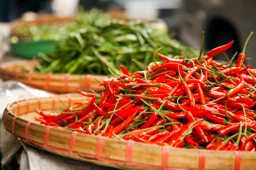 Chiang Mai Province「heap of red hot chilli peppers at farmers market」:スマホ壁紙(10)
