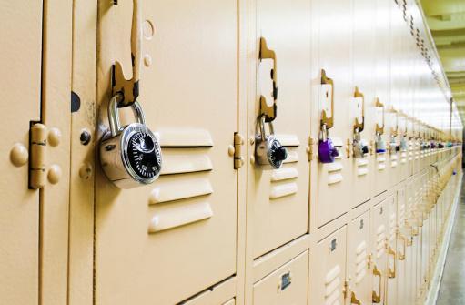 High School Student「Metal lockers in a high school hallway.」:スマホ壁紙(16)