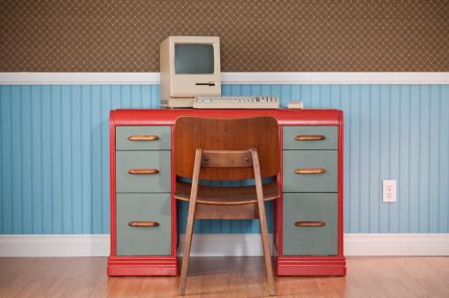 Funky「Old Classic computer On Retro Desk」:スマホ壁紙(16)